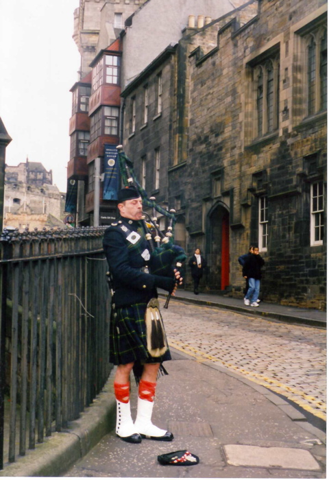 Mike the Friendly Bagpiper