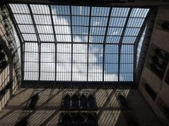 Steel supported glass roof, a modern innovation for the classic museum