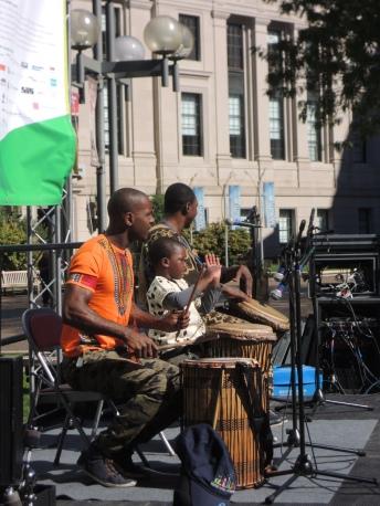 Joh Camara and Jama Jigi perform.
